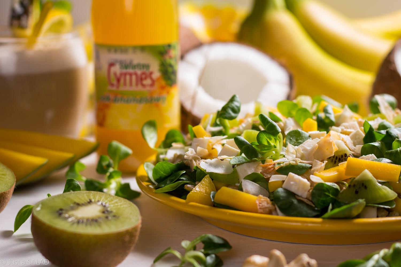 EGZOTYCZNY DUET. Sałatka z kaszą owsianą, mango, kiwi, serem białym, płatkami kokosa i dressingiem na bazie soku ananasowego i orzechów nerkowca.