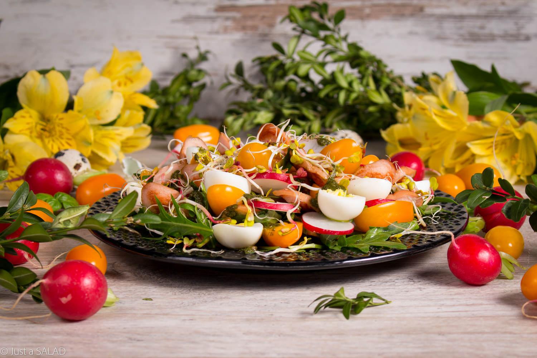 Wiosenna sałatka z parówkami