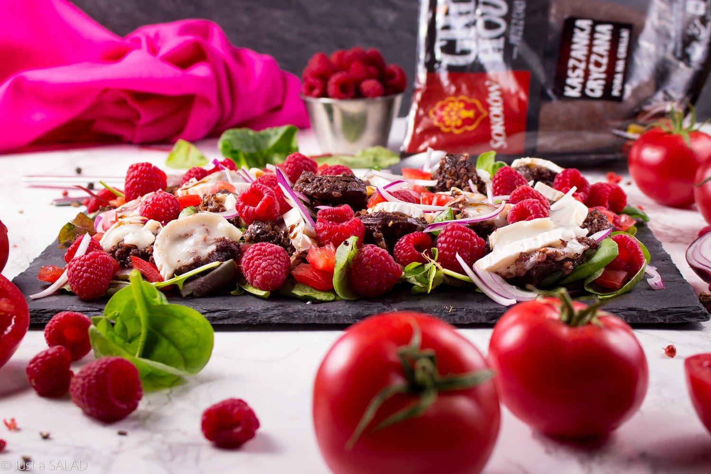 Sałatka z kaszanką i malinami